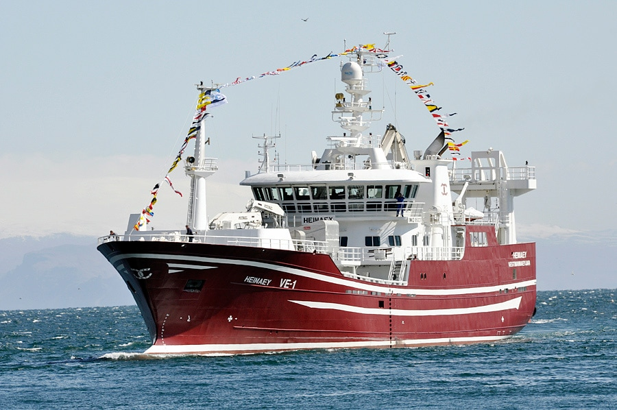 Deck machinery for fishing vessels rolls royce for How to ship fish